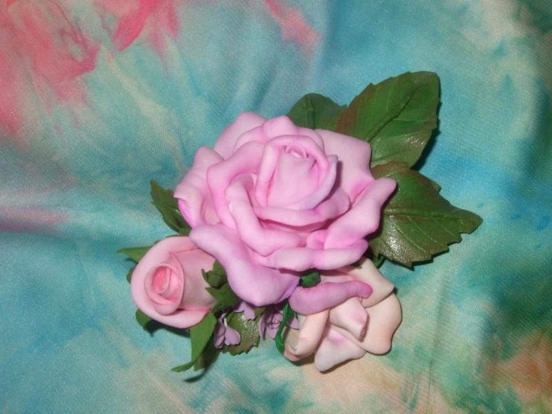 Брошь-букет  с  розами  из  фоамирана  Комплимент