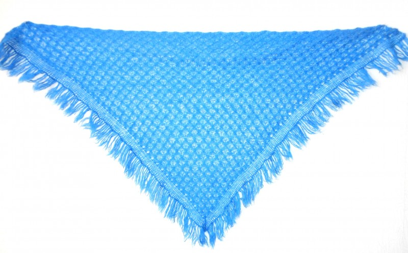 Шаль -бактус Ярко синий с кистями, связанный спицами