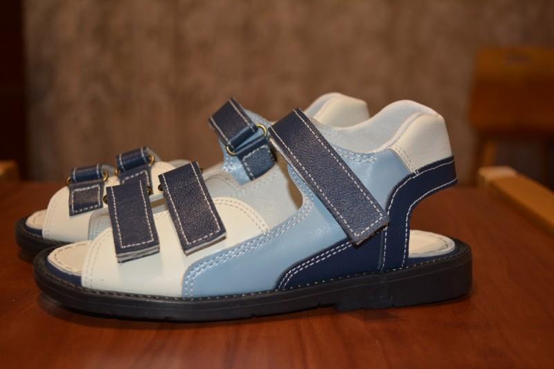 Кожаные сандалии для мальчиков трехцветные