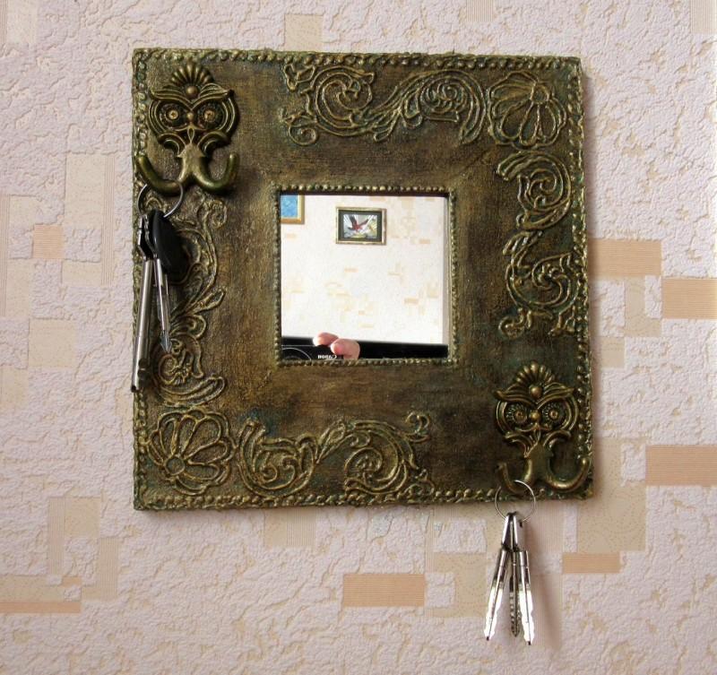 Ключница-зеркало  Старая бронза  .Имитация бронзы.