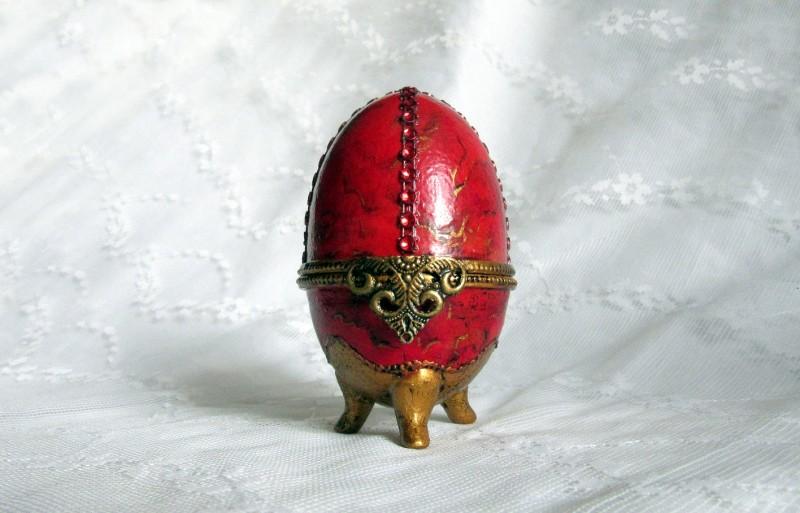 Пасхальное яйцо КРАСНОЕ. Имитация камня.