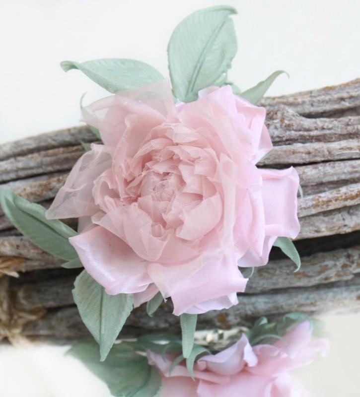 Брошь-заколка роза «Нежность». Цветы из ткани