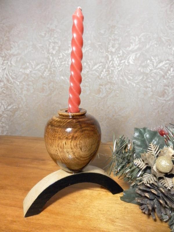 Деревянный подсвечник, необычный дизайн.