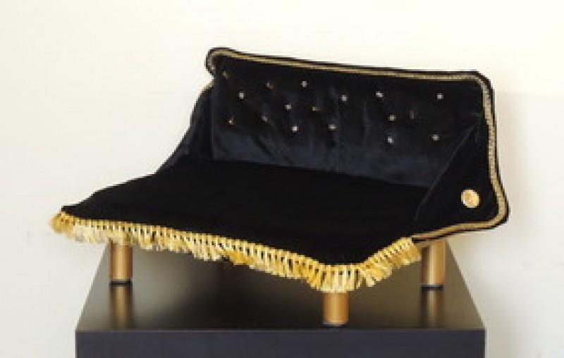 Роскошный диван-лежанка Черный бархат в стразах