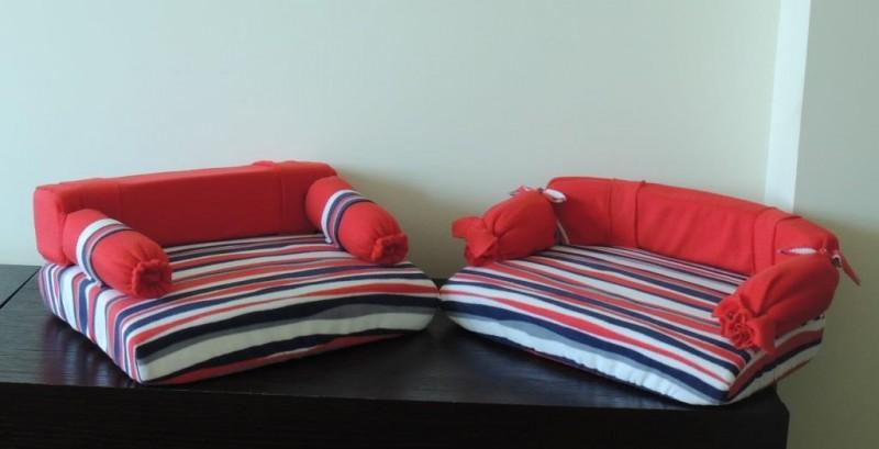 Яркие диванчики для кукол