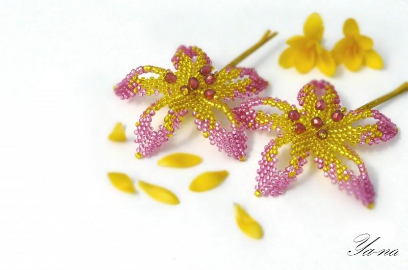 Заколка-невидимка из бисера Цветы