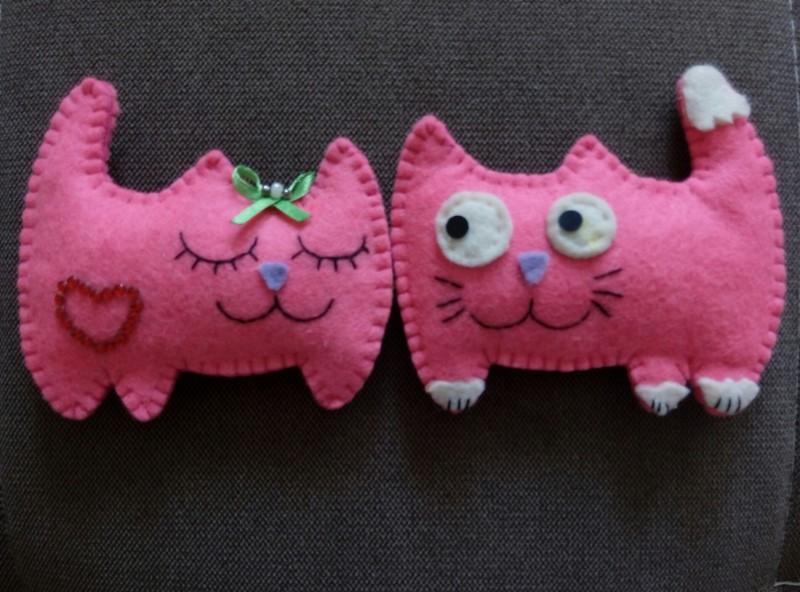 Сувениры - игрушки из фетра Влюбленные кошки