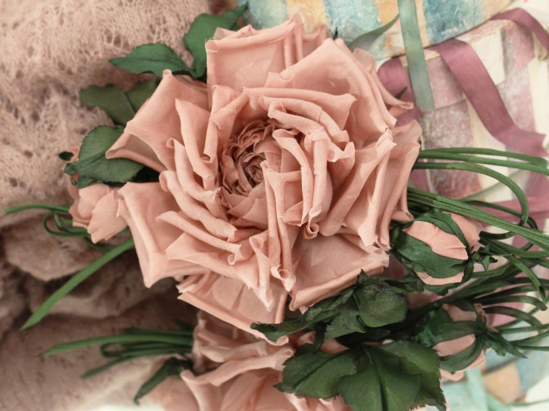Брошь-заколка роза «Пудра». Цветы из ткани
