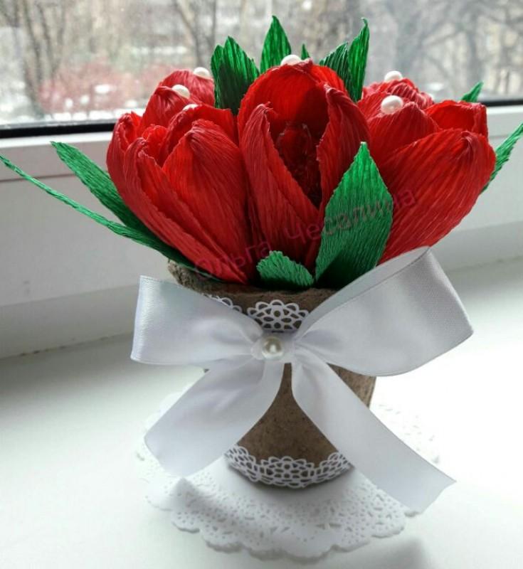 Сладкий букет из красных тюльпанов с леденцами