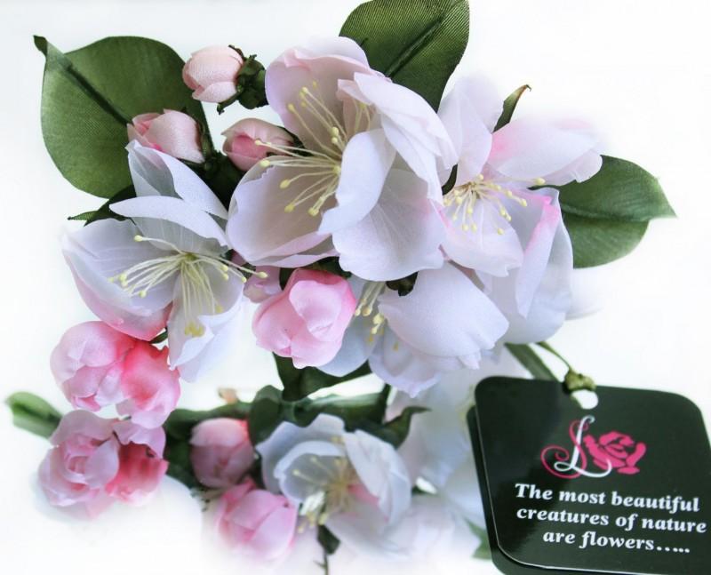 Шелковая бутоньерка «Spring time». Цветы из ткани