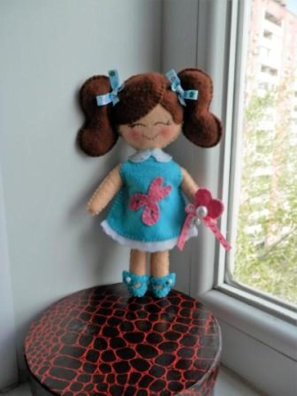 кукла-рукодельница из фетра