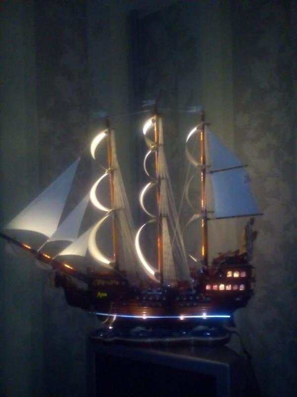 Корабль ручной работы.