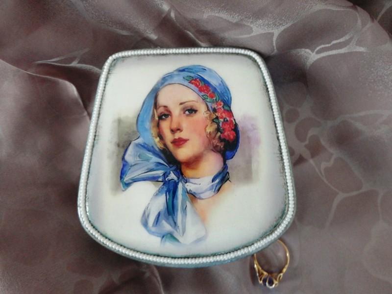 Шкатулка для украшений серебряная (легкий винтаж)