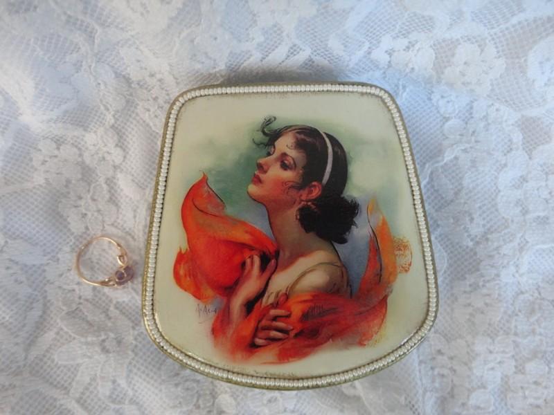 Шкатулка для украшений В огне страсти (легкий винтаж)