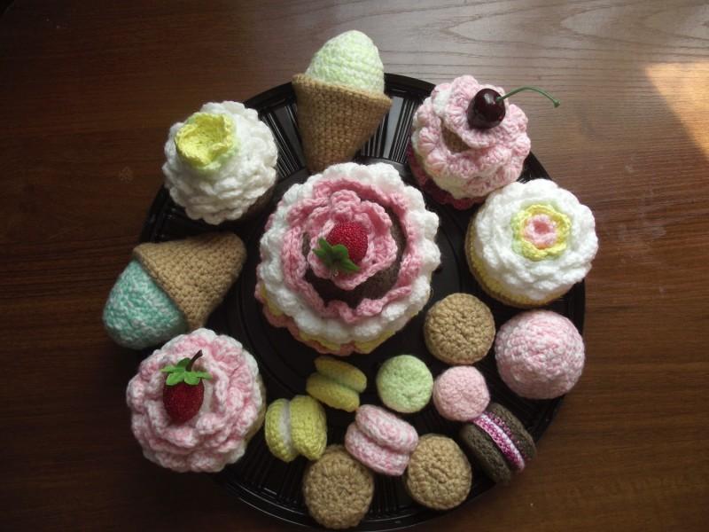 Вязаные сладости в ассортименте