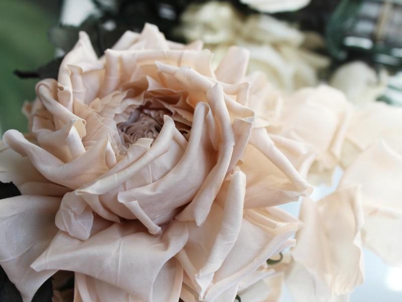 Брошь-заколка роза «Карамель». Цветы из ткани