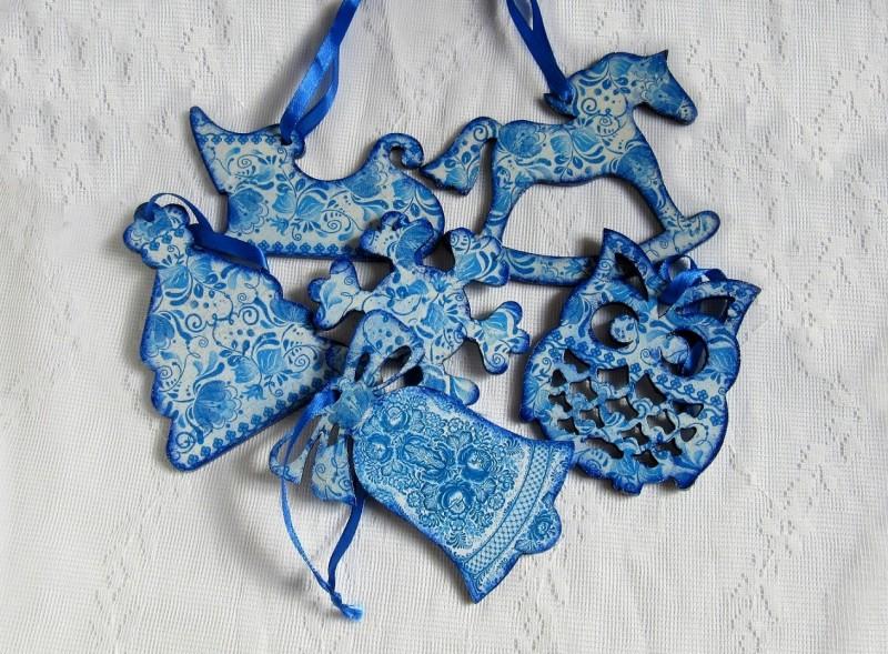 """Набор новогодних игрушек на ёлку """" Голубые цветы """". 6 штук.Декупаж."""