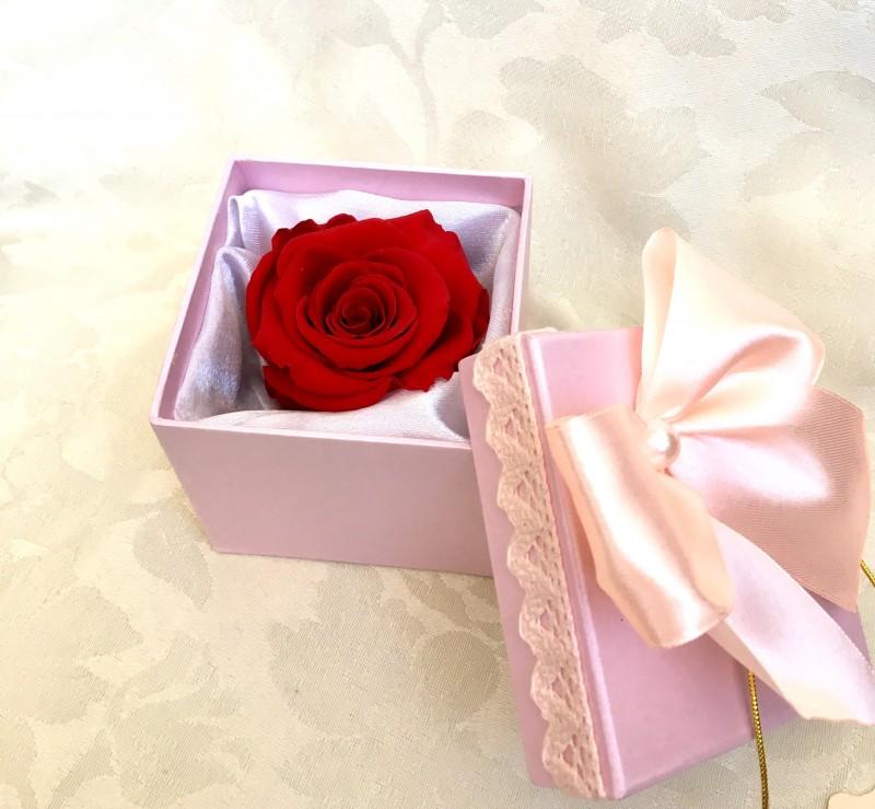 Подарок - вечная стабилизированная живая роза в коробочке