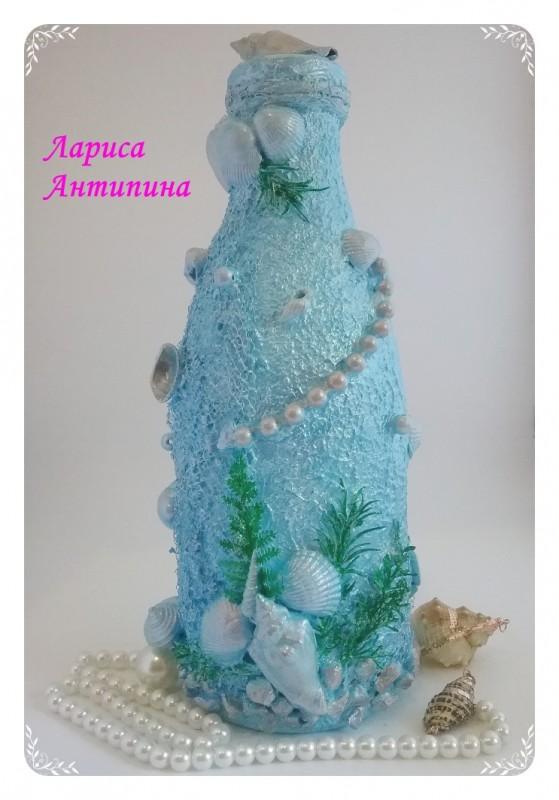 Морская бутылка в голубом цвете