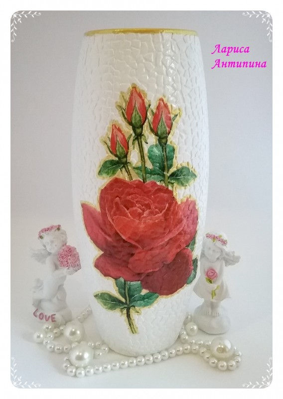 Красивая ваза Алые розы