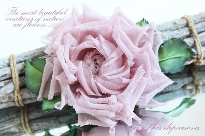 Брошь-заколка шелковая роза «Розовый свет». Цветы из ткани