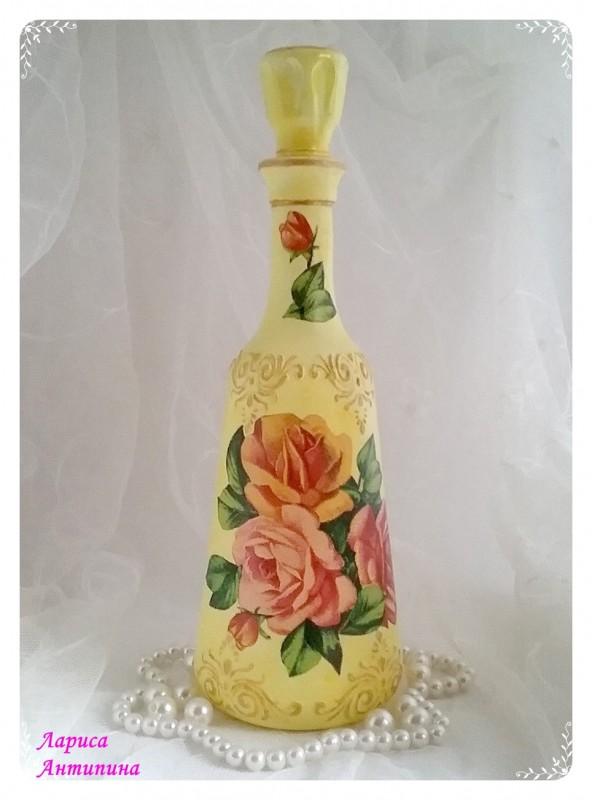 Графин-бутылка с яркими цветами