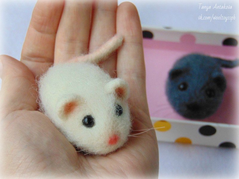 Войлочная брошь Мышь