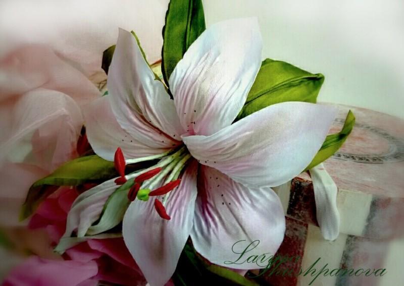 Лилия  «Волшебная». Цветы из ткани, авторская работа