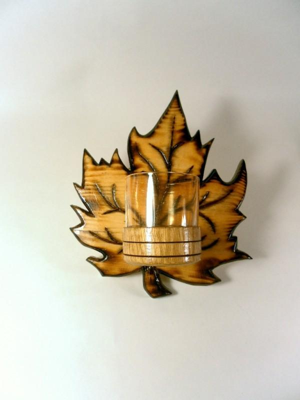 Подсвечник деревянный настенный, в виде кленового листа