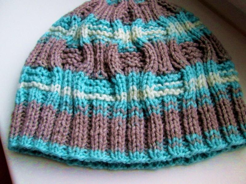 Вязаная шапочка мужская или женская из шерсти секционного крашения. Модель Нью-Джерси. Цвет голубой с серым,размер 54-56
