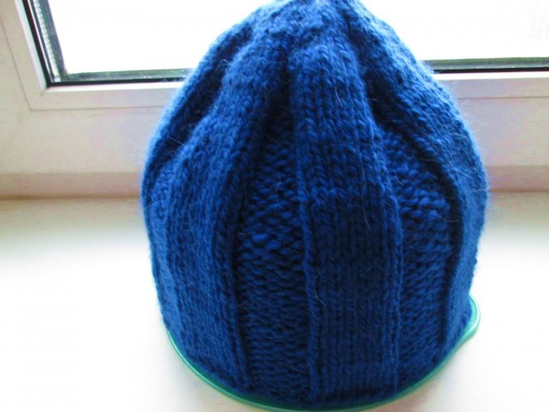 Вязаная шапочка в резинку мужская или женская. Связана из мягкой шерсти.Цвет ярко-синий,размер54-58. Модель Статфорт