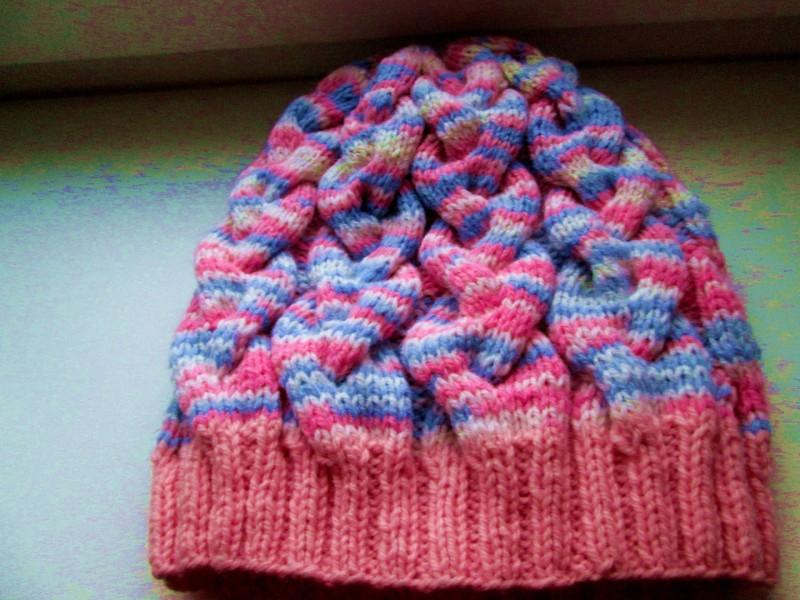 Женская шерстяная вязаная шапочка из секцинной пряжи яркого цвета. Размер 56-58