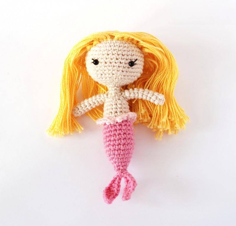 Вязаная игрушка русалка амигуруми