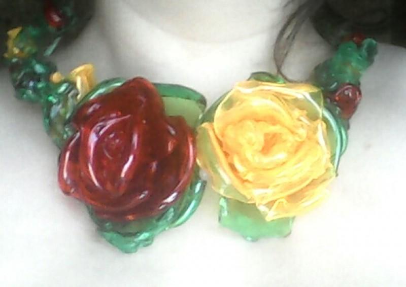 Украшение из пластмассы объёмные розы