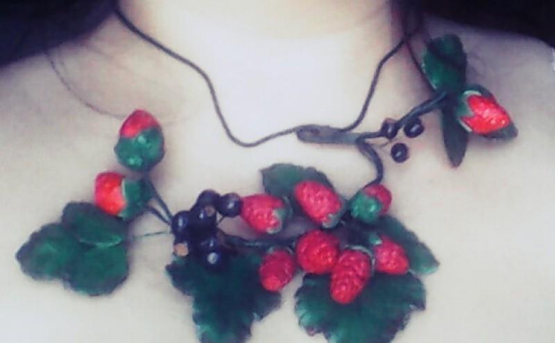 Украшение из холодного фарфора сочные  ягоды