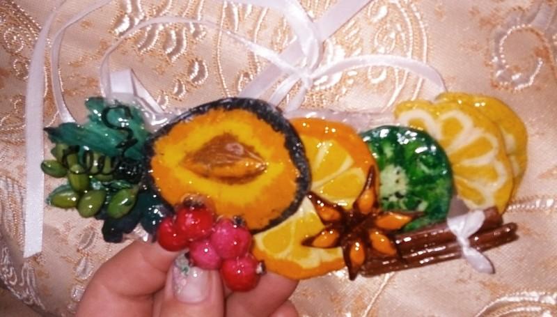 Украшение из холодного фарфора фрукты.