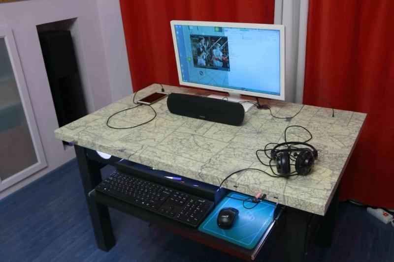 Многофункциональный стол со встроенной электроникой