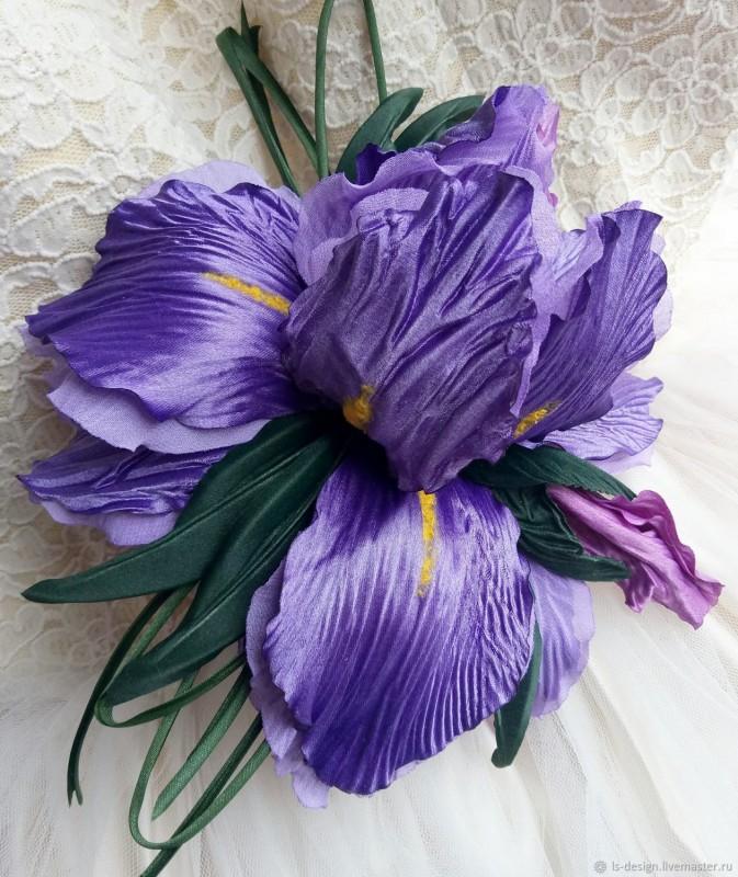 Брошь Ирис «Королевский». Цветы из ткани