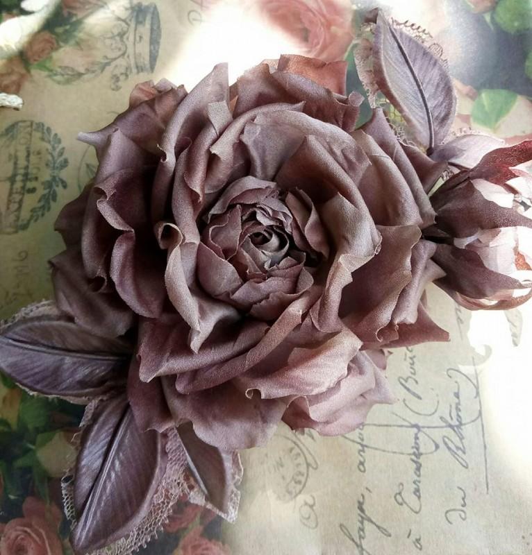 Брошь роза «Императрица». Цветы из ткани