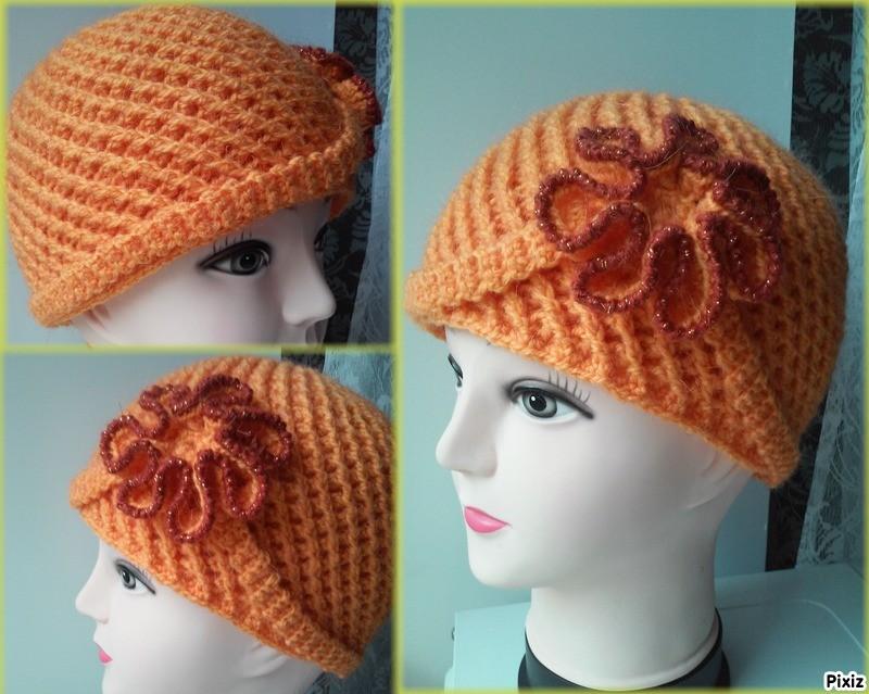 Женская шапка с цветком
