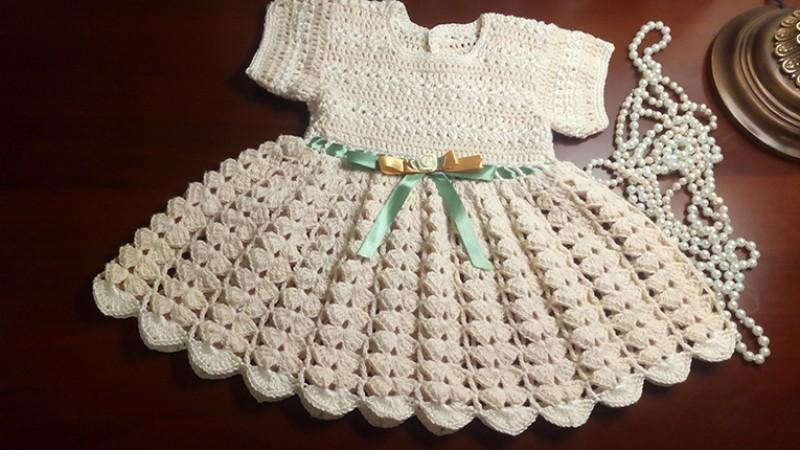 Вязаное крючком из хлопка платье для девочки Первое торжество