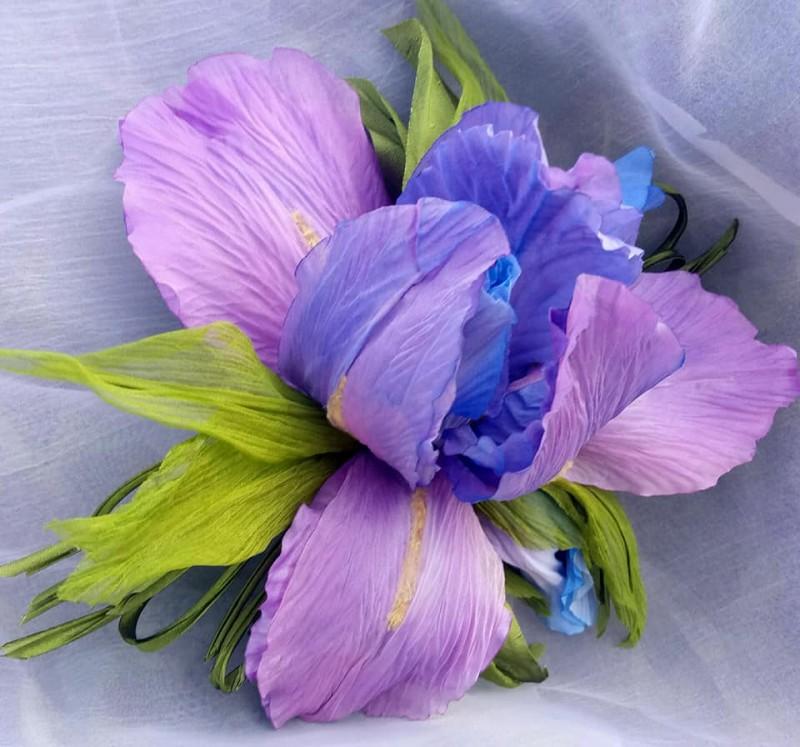 Брошь-цветок Ирис «Вдохновение». Цветы из ткани.