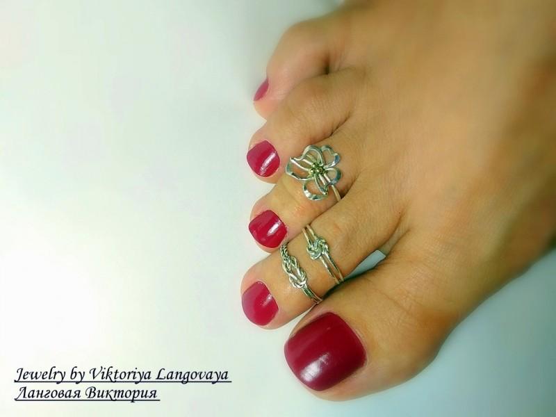 Серебряное кольцо на палец ноги Анютины глазки