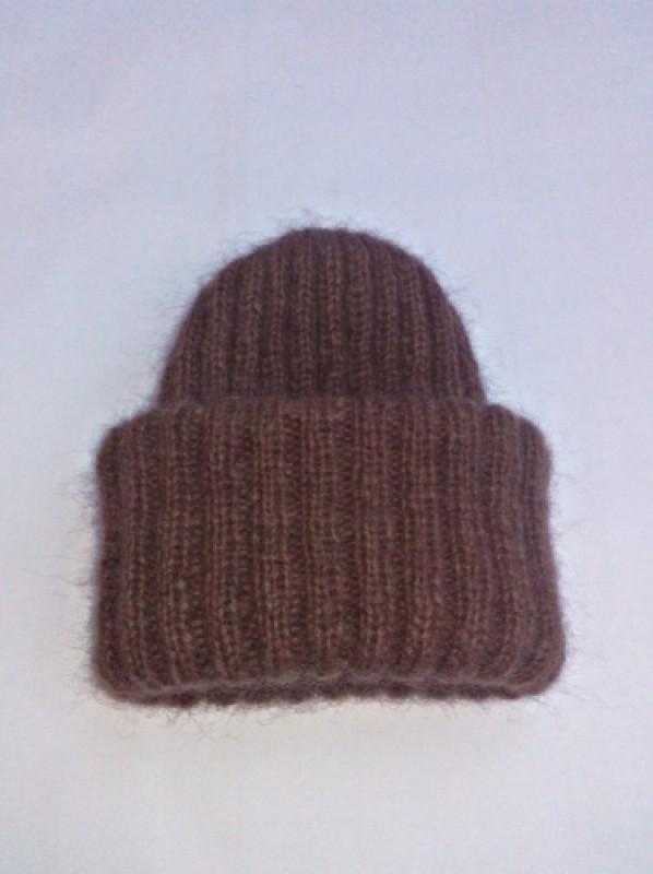 Вязаная шапка из мохера.