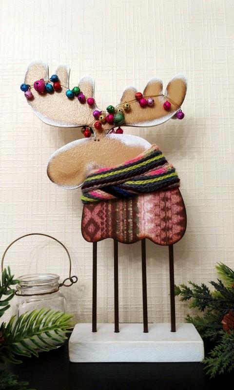 Лось-хипстер в разноцветном свитере :)