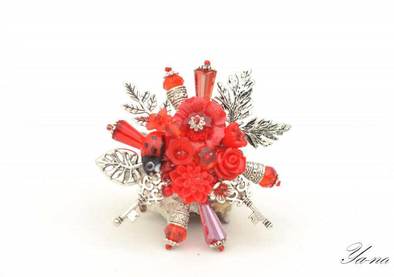 Брошь с цветами и листьями Ключи от моего сердца