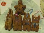 Пряничные чердачные игрушки Материал бязь, тонированы кофе,корицей ванилью, размер 7-9 см. ручная роспись акрилом