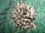 Брошь-цветок  из  натуральной  кожи  «Ночной  каприз»