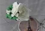 Ободок с цветочной композицией из белых роз.