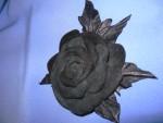 Брошь-роза  из  натуральной  кожи  «Бархат  ночи»